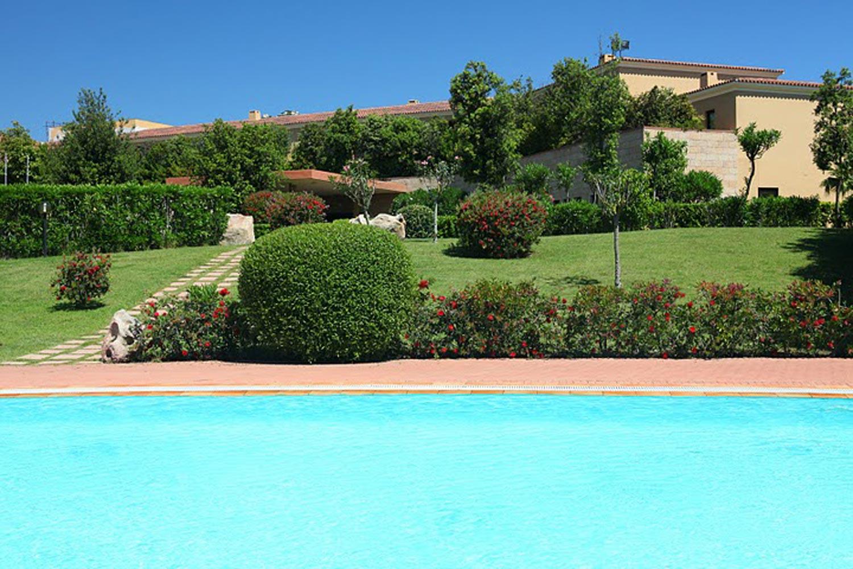 http://extranet.jetlinetravel.info/express-images/express_Geovillage_Sport_Wellness_Convention_Resort_Sardinia_pool.jpg