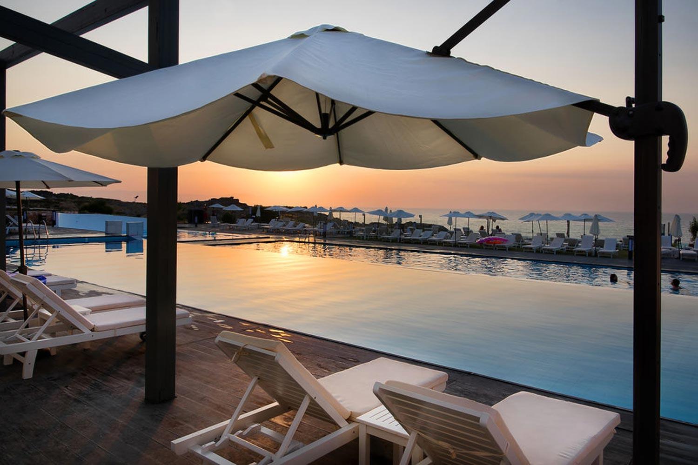 http://extranet.jetlinetravel.info/express-images/express_cretan_Pearl_Resort_Spa_Crete_dining_sunset.jpg